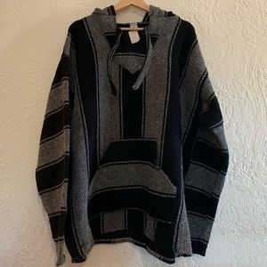 Men's Black & White Pullover Size XL